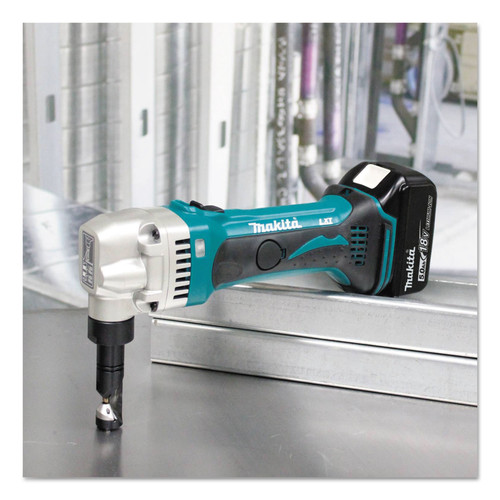 Makita XNJ01T 18V LXT 5.0 Ah/ 16 Gauge Cordless Lithium-Ion Nibbler Kit image number 2