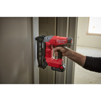 Factory Reconditioned Milwaukee 2741-81CT M18 FUEL Cordless Lithium-Ion 16-Gauge Brushless Straight Finish Nailer Kit image number 3