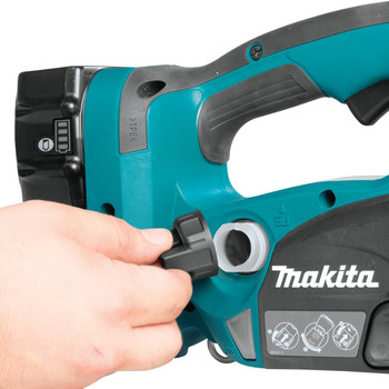 Makita XCU02PT 18V X2 LXT 5.0 Ah 12 in. Chainsaw Kit image number 8