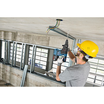 Factory Reconditioned Bosch GBH18V-26K-RT 18V 6.0 Ah EC Cordless Lithium-Ion Brushless 1 in. SDS-Plus Bulldog Rotary Hammer Kit image number 4