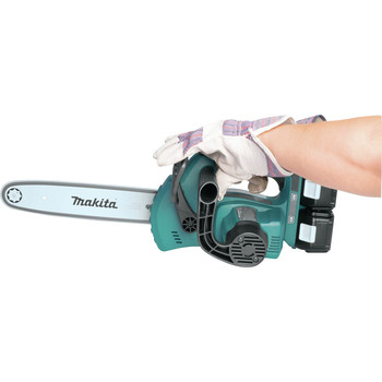 Makita XCU02PT1 18V X2 (36V) LXT Lithium-Ion Cordless 12 in. Chain Saw Kit with 4 Batteries (5.0Ah) image number 4