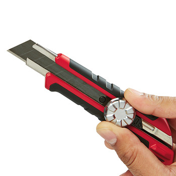 Milwaukee 48-22-1961 18mm Snap Off Knife with Metal Lock and Precision Cut Blade image number 3
