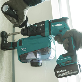 Makita XRH12TW 18V LXT Lithium-Ion 5.0 Ah Brushless 11/16 in. AVT SDS-PLUS AWS Capable Rotary Hammer Kit with HEPA Dust Extractor image number 6