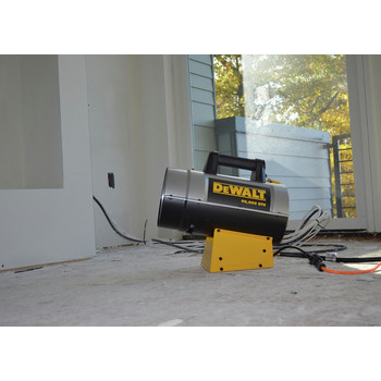 Dewalt F340715 55,000 - 90,000 BTU Forced Air Propane Heater image number 3