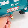 Factory Reconditioned Makita AC001-R 0.6 HP 1 Gallon Oil-Free Hand Carry Air Compressor image number 9
