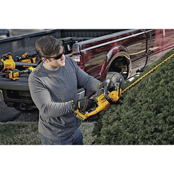 Dewalt DCHT820P1 20V MAX 5.0 Ah Cordless Lithium-Ion 22 in. Hedge Trimmer image number 2