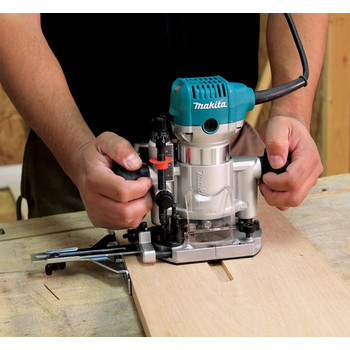 Makita RT0701CX3 1-1/4 HP Compact Router Kit with Attachments image number 5