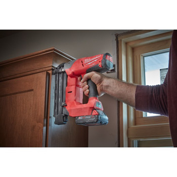 Factory Reconditioned Milwaukee 2740-81CT M18 FUEL Cordless Lithium-Ion 18-Gauge Brushless Brad Nailer Kit image number 4