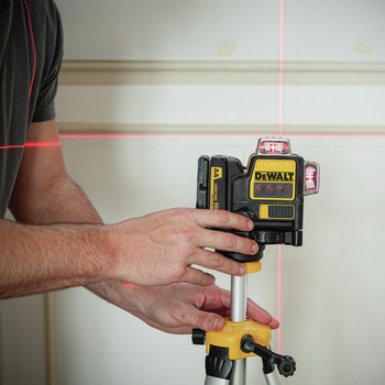 Dewalt DW089LR 12V MAX 3 x 360 Degrees Red Line Laser image number 2