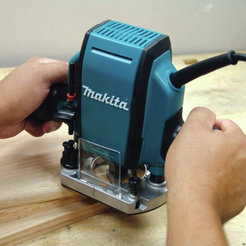 Makita RP0900K 1-1/4 HP Plunge Router image number 1