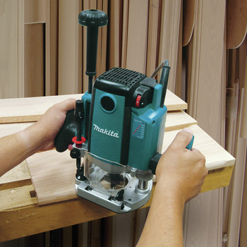 Factory Reconditioned Makita RP2301FC-R 3-1/4 HP Plunge Router Variable Speed image number 6