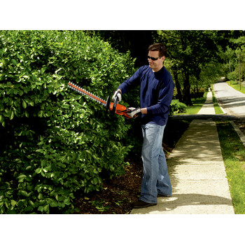 Factory Reconditioned Black & Decker LHT2220R 20V MAX Cordless Lithium-Ion 22 in. Dual Action Electric Hedge Trimmer image number 4