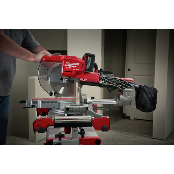 Milwaukee 2734-21HD M18 FUEL 9.0 Ah Cordless Lithium-Ion 10 in. Dual Bevel Sliding Compound Miter Saw image number 7