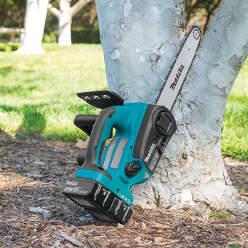 Makita XCU02PT 18V X2 LXT 5.0 Ah 12 in. Chainsaw Kit image number 13