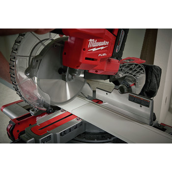 Milwaukee 2734-21HD M18 FUEL 9.0 Ah Cordless Lithium-Ion 10 in. Dual Bevel Sliding Compound Miter Saw image number 8