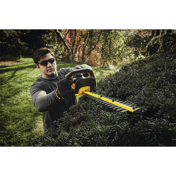 Dewalt DCHT820P1 20V MAX 5.0 Ah Cordless Lithium-Ion 22 in. Hedge Trimmer image number 5