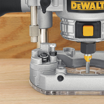 Dewalt DWP611PK Premium Compact Router Fixed/Plunge Combo Kit image number 3