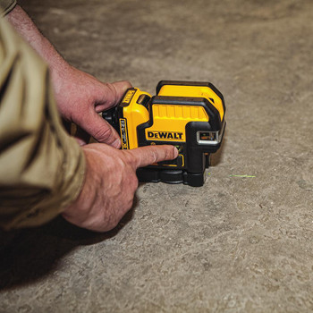 Dewalt DW0822LG 12V MAX Cordless Lithium-Ion 2-Spot Green Cross Line Laser image number 4