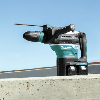 Makita XRH07PTUN 18V X2 LXT Lithium-Ion (36V) Brushless Cordless 1-9/16 in. Advanced AVT Rotary Hammer Kit (5 Ah) image number 9