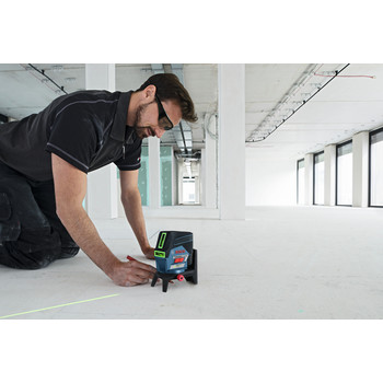 Bosch GCL100-80CG 12V Green-Beam Cross-Line Laser with Plumb Points image number 8