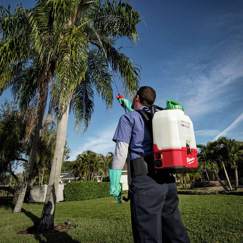 M18 SWITCH TANK 4-Gallon Backpack Sprayer boasts pressure up to 120 PSI